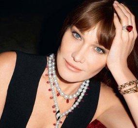 Όταν η Κάρλα Μπρούνι κατέκτησε τον κόσμο της μόδας - Θεά με λευκό σορτς και μαυρισμένο κορμί  η σύζυγος του Νικολά Σαρκοζί στην πασαρέλα της Prada (βίντεο) - Κυρίως Φωτογραφία - Gallery - Video