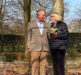 Ο πρίγκιπας Κάρολος και η Καμίλα στην πιο ρομαντική τους φωτογραφία - Λίγο πριν την επίσκεψη τους στην Αθήνα εύχονται καλή Άνοιξη - Κυρίως Φωτογραφία - Gallery - Video