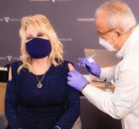H Dolly Parton τραγουδάει «εμβόλιο, εμβόλιο, εμβόλιο»: Δείτε το βίντεο με την 75χρονη τραγουδίστρια - «Έλαβα μια δόση από το φάρμακό μου» - Κυρίως Φωτογραφία - Gallery - Video