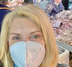 Η Ελένη Μενεγάκη στην Βαρβάκειο: Τα ψώνια της Καθαράς Δευτέρας με μάσκα (φωτό) - Κυρίως Φωτογραφία - Gallery - Video