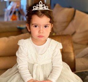 Σωστή πριγκίπισσα η κόρη της Ελένης Χατζίδου: Η μικρή Μελίτα με την τιάρα της και το λευκό της φουστανάκι (φωτό) - Κυρίως Φωτογραφία - Gallery - Video