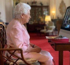 Για πρώτη φορά ο πολύ προσωπικός χώρος της βασίλισσας Ελισάβετ: 10 αλλαγές στο δωμάτιο της ώστε να είναι κατάλληλο για zoom & video calls - Κυρίως Φωτογραφία - Gallery - Video