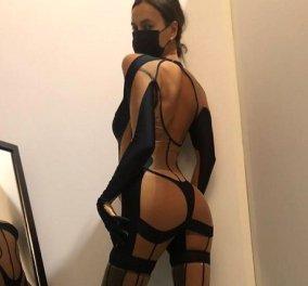 Η Irina Shayk «κόβει» την ανάσα - Με αποκαλυπτικό μαύρο bodysuit στα παρασκήνια fashion show (φωτό) - Κυρίως Φωτογραφία - Gallery - Video