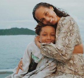 Καλλιτέχνης σαν την μαμά του ο 10χρονος γιος της Alicia Keys: Παίζει πιάνο και τραγουδάει μαζί της - Έχει απίθανη φωνή (βίντεο) - Κυρίως Φωτογραφία - Gallery - Video
