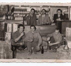 Story of the day: Η οικογένεια του ισχυρού άνδρα της Pfizer Άλμπερτ Μπουρλά, με την ποτοποιία της Θεσσαλονίκης - Το ούζο, το brandy & τώρα το... εμβόλιο (φωτο) - Κυρίως Φωτογραφία - Gallery - Video
