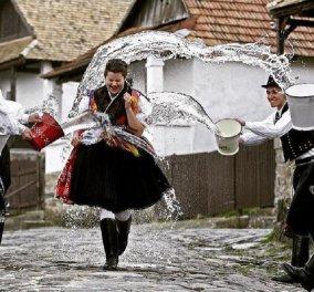 Μαστίγωμα - γιγάντιες ομελέτες - μάγισσες - μπουγέλο: Τα πιο τρελά έθιμα του Πάσχα σε όλο τον κόσμο (φώτο) - Κυρίως Φωτογραφία - Gallery - Video
