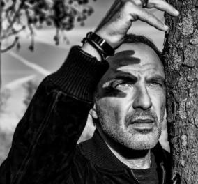 Νίκος Αλιάγας: Η ζωή στα 6τμ, η ατελείωτη δουλειά, τα όνειρα, ο πατέρας του και το Παρίσι (βίντεο) - Κυρίως Φωτογραφία - Gallery - Video