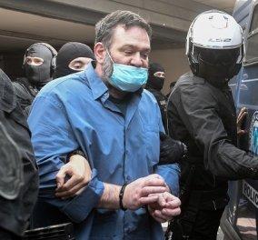 Στην Ελλάδα ο ευρωβουλευτής Γιάννης Λαγός για να εκτίσει την ποινή των 13 ετών και 8 μηνών - Οδηγείται στις φυλακές Δομοκού (φωτό & βίντεο) - Κυρίως Φωτογραφία - Gallery - Video