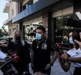 Χαρδαλιάς για τις εμπρηστικές επιθέσεις στα καταστήματα της συζύγου του στον Βύρωνα: «Άνανδροι & θρασύδειλοι, εμμονικά ανθρωπάρια» (φωτό & βίντεο) - Κυρίως Φωτογραφία - Gallery - Video