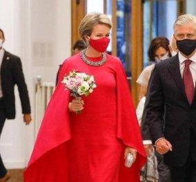 Όταν η βασίλισσα Mathilde του Βελγίου ντύνεται στα κόκκινα: Κομψά παλτό, τουαλέτες, κοστούμια & φορέματα - είναι το χρώμα της! (φωτό) - Κυρίως Φωτογραφία - Gallery - Video