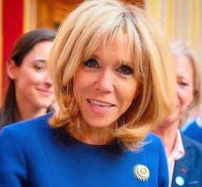 Απίθανο το tweed παλτό της Brigitte Macron: Μπλε ηλεκτρίκ με χρυσές λεπτομέρειες - Το έβαλε με δερμάτινες Louis Vuitton γόβες (φωτό & βίντεο) - Κυρίως Φωτογραφία - Gallery - Video