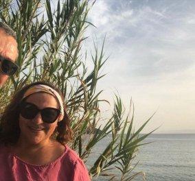 Ο Χρήστος Χατζηπαναγιώτης και η Βίκυ Σταυροπούλου σε πασχαλινή παραθαλάσσια βόλτα - Η φωτό με φόντο τον ουρανό - Κυρίως Φωτογραφία - Gallery - Video