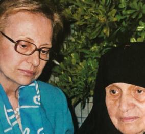 Η Βίκυ Μοσχολιού με τη μητέρα της, ηγουμένη για 50 χρόνια: Στο ίδιο μοναστήρι και η θεία της - Η μεγάλη τραγουδίστρια πριν πεθάνει ήθελε να γίνει καλόγρια - Κυρίως Φωτογραφία - Gallery - Video