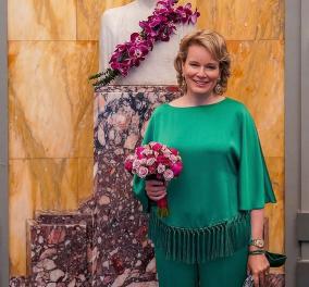 Λαμπερή με πράσινο outfit η Βασίλισσα Μathilde & ασορτί μάσκα - Το χρώμα που της πηγαίνει περισσότερο (φωτό) - Κυρίως Φωτογραφία - Gallery - Video