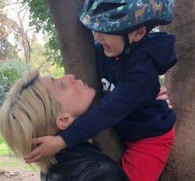 Η Σία Κοσιώνη αγκαλιά με τον γιο της: «Νιώθω μεγάλη ευθύνη ως μάνα αγοριού» - Τι είπε για την μητρότητα και τις τύψεις (φωτό & βίντεο) - Κυρίως Φωτογραφία - Gallery - Video