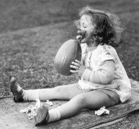 """Χριστός Ανέστη! 15 υπέροχες vintage pics μας μεταφέρουν στη """"Λαμπρή"""" μιας άλλης εποχής - Τι έχει αλλάξει από τις δεκαετίες του 30 του 50 & του 60;  - Κυρίως Φωτογραφία - Gallery - Video"""