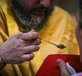 Αντί να τον επιβραβεύσουν τον τιμώρησαν! Σε αργία ιερέας στα Ιωάννινα γιατί χρησιμοποίησε κουταλάκια μιας χρήσης στη Θεία Κοινωνία - Κυρίως Φωτογραφία - Gallery - Video