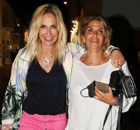 Απόδραση στη Μύκονο για την Άννα Βίσση: Οι φωτό από την βραδινή της έξοδο με την αδερφή της Νίκη και τον Μάκη Τσέλιο - Κυρίως Φωτογραφία - Gallery - Video