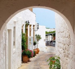 #GreekSummer 2021: Ο @antonis_skempes παρουσιάζει την Πάτμο, κάτω από μια καμάρα στη Χώρα - Οι Έλληνες φωτογράφοι προτείνουν - Κυρίως Φωτογραφία - Gallery - Video