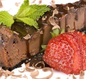 Δημήτρης Σκαρμούτσος: Cheesecake με τριπλή σοκολάτα! - Μα πείτε μου πώς μπορεί κανείς να αντισταθεί σε αυτό το γλυκό; - Κυρίως Φωτογραφία - Gallery - Video