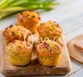 Muffins με κοτόπουλο και λαχανικά από τη Ντίνα Νικολάου - Η πικάντικη, σκορδοβουτυράτη επίγευση θα σας κάνει να τα λατρέψετε - Κυρίως Φωτογραφία - Gallery - Video
