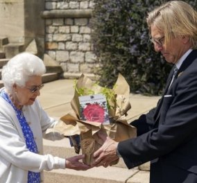 Ο πρίγκιπας Φίλιππος θα γιόρταζε τα 100α του γενέθλια & η βασίλισσα Ελισάβετ τον τιμά - Το  τριαντάφυλλο με το όνομα του & το κόσμημα -γαμήλιο δώρο (φώτο) - Κυρίως Φωτογραφία - Gallery - Video