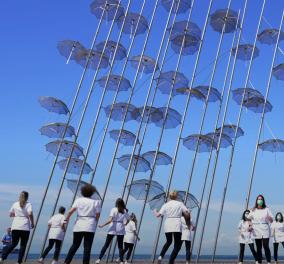 Το βίντεο της ημέρας από τη Θεσσαλονίκη: 14 γυναίκες φαρμακοποιοί χορεύουν «Jerusalema» μπροστά από τις ''ομπρέλε''ς του Ζογγολόπουλου  - Κυρίως Φωτογραφία - Gallery - Video
