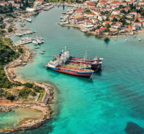 #GreekSummer 2021: Ο @pallisd παρουσιάζει από ψηλά τις πανέμορφες Σπέτσες - Οι Έλληνες φωτογράφοι προτείνουν - Κυρίως Φωτογραφία - Gallery - Video
