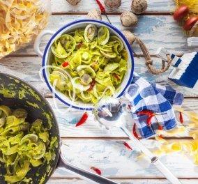 Χυλοπίτες alle Vongole με πέστο μαϊντανού & τσίλι - Η Ντίνα Νικολάου παρουσιάζει την απόλυτη καλοκαιρινή συνταγή  - Κυρίως Φωτογραφία - Gallery - Video