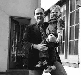 Σπάνια φωτό του αείμνηστου Ανδρέα Παπανδρέου με τον γιο του Νίκο - Τι κατάλαβε το παιδί του τώρα που τον θυμήθηκε; - Κυρίως Φωτογραφία - Gallery - Video