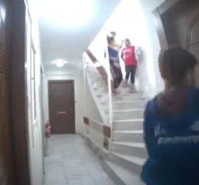 4 λησταρχίνες εν δράσει: Απίστευτο βίντεο με συμμορία γυναικών στα νότια προάστια την ώρα που κάνουν διάρρηξη - Μία έγκυος ανάμεσά τους - Κυρίως Φωτογραφία - Gallery - Video