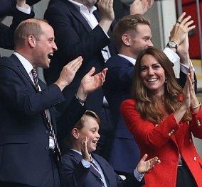 Euro 2020: Ο πρίγκιπας William ασορτί με τον γιο πρίγκιπα George - Κουστούμι, γραβάτα & πανηγυρισμοί με την Kate Middleton (φωτό & βίντεο) - Κυρίως Φωτογραφία - Gallery - Video