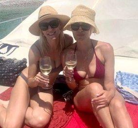 Ζέτα Δούκα - Μαρία Ναυπλιώτου: Δύο κολλητές στην Αστυπάλαια! Κολυμπάνε, βουτάνε, πίνουν κρασί - Τα μαγιό τους υπέροχα (φωτό & βίντεο) - Κυρίως Φωτογραφία - Gallery - Video