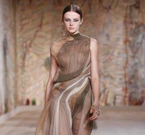 Η νέα κολεξιόν υψηλής ραπτικής του Dior: Αιθέριες τουαλέτες, πλισέ φούστες, πλεκτά - μέσα από το μουσείο Rodin στο Παρίσι (φωτό & βίντεο) - Κυρίως Φωτογραφία - Gallery - Video