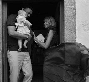 Τζένη Μπαλατσινού - Βασίλης Κικίλιας: Η φωτογραφία με την μπομπονιέρα του γιου τους - Τι συμβολίζει ο γαλάζιος ιππόκαμπος;  - Κυρίως Φωτογραφία - Gallery - Video