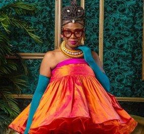 Topwoman η Arlinda McIntosh: Στα 63 της είναι fashion influencer - αγαπάει τα χρώματα, έχει τόλμη συνδυασμών & κυρίως το χαίρεται (φωτό) - Κυρίως Φωτογραφία - Gallery - Video