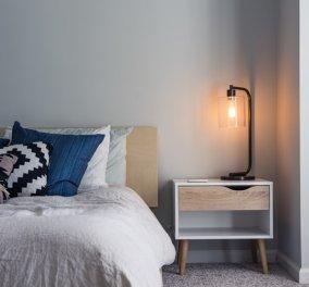 Σπύρος Σούλης: Αυτός είναι ο λόγος που πρέπει να βάλετε ξύλινο κομοδίνο στο δωμάτιό σας - Κυρίως Φωτογραφία - Gallery - Video