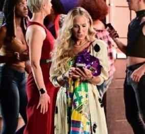 """""""Μα είναι μιαBaguette"""": Στα 56 της η Κάρι Μπράντσο εξακολουθεί να λατρεύει τη θρυλική τσάντα του Fendi που επιστρέφει μαζί της στο Sex and the City (φώτο) - Κυρίως Φωτογραφία - Gallery - Video"""