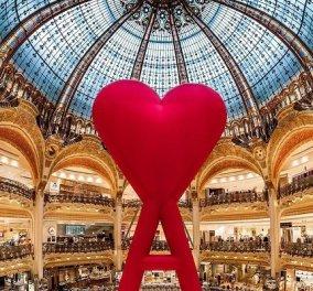Galeries Lafayette: Το ωραιότερο κατάστημα στον κόσμο ανάρτησε μια γιγάντια κόκκινη καρδιά - Με «Α» όπως amour - έρωτας… (φωτό & βίντεο) - Κυρίως Φωτογραφία - Gallery - Video