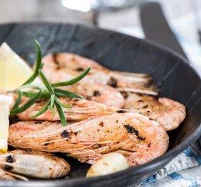 Γαρίδες Σαγανάκι: Ο Δημήτρης Σκαρμούτσος αποθεώνει τον απόλυτο καλοκαιρινό μεζέ - Θα λατρέψετε τη συνταγή  - Κυρίως Φωτογραφία - Gallery - Video