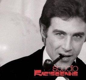 Vintage pic: Ο Τόλης Βοσκόπουλος από τον φακό του Κλεισθένη το 1975 - Σωστός πρίγκιπας με μαύρο σμόκιν και την πίπα στο στόμα - Κυρίως Φωτογραφία - Gallery - Video