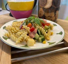 Αργυρώ Μπαρμπαρίγου: Ελαφριά και δροσερή σαλάτα για τον καύσωνα - Με ζυμαρικά και ντρέσινγκ μουστάρδας   - Κυρίως Φωτογραφία - Gallery - Video