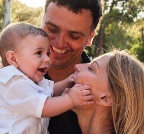 Βασίλης Κικίλιας - Τζένη Μπαλατσινού: Οι πρώτες φωτό από την βάφτιση του γιου τους στην Πάτμο - Η συγκίνηση και τα χαμόγελα  - Κυρίως Φωτογραφία - Gallery - Video