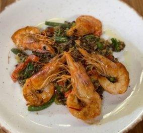 Αργυρώ Μπαρμπαρίγου: Γαρίδες σωτέ στο τηγάνι με μαύρες φακές beluga – Ένα gourmet και πεντανόστιμο πιάτο - Κυρίως Φωτογραφία - Gallery - Video