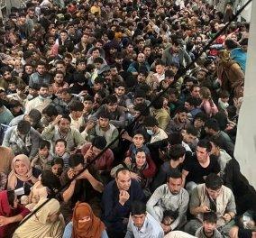 Καμπούλ - Το απόλυτο χάος: Πλήθη ανθρώπων εγκαταλείπουν άρον - άρον το Αφγανιστάν - Συγκλονίζουν οι εικόνες με εκατοντάδες  στοιβαγμένους στα αεροπλάνα (φώτο-βίντεο) - Κυρίως Φωτογραφία - Gallery - Video