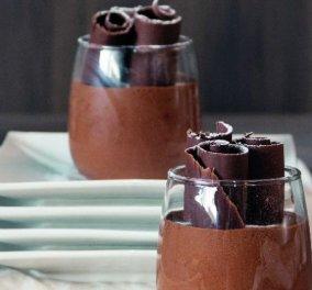 Ο Στέλιος Παρλιάρος μας ετοιμάζει ένα vintage γλυκό: Υπέροχη μους σοκολάτα με πορτοκάλι  - Κυρίως Φωτογραφία - Gallery - Video