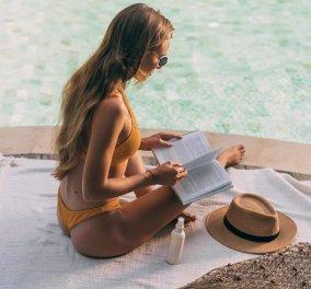 Ευτυχία είναι... να διαβάζεις το αγαπημένο σου βιβλίο, σούρουπο στην παραλία - Κυρίως Φωτογραφία - Gallery - Video