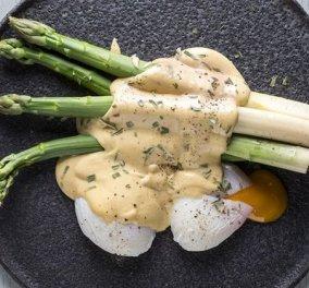 Άκης Πετρετζίκης: Μία απίθανη συνταγή με αυγά ποσέ & σπαράγγια – Η γεύση απογειώνεται με τη σάλτσα hollandaise - Κυρίως Φωτογραφία - Gallery - Video