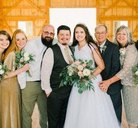 Story of the Day: Η υιοθετημένη Κάρα πήγε νύφη στην εκκλησία με τους  δύο της μπαμπάδες - Βρήκε τον βιολογικό της πατέρα μετά από 25 χρόνια (φώτο)  - Κυρίως Φωτογραφία - Gallery - Video