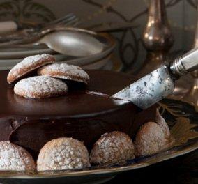Σεντ Εμιλιόν: Ο Στέλιος Παρλιάρος φτιάχνει μία υπέροχη τούρτα με τα φημισμένα μακαρόν του γαλλικού χωριού  - Κυρίως Φωτογραφία - Gallery - Video
